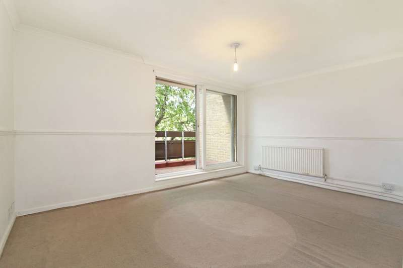 3 Bedrooms Flat for sale in Coleby Path, Camberwell, London, SE5
