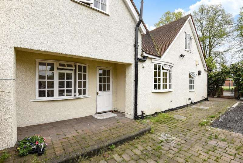 3 Bedrooms Detached House for sale in Windsor, Berkshire, SL4