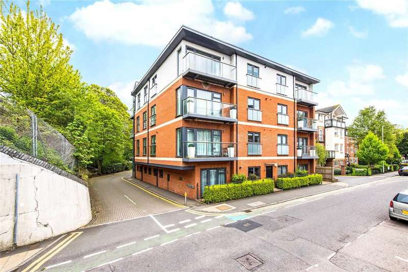 3 Bedrooms Flat for sale in Fellowes House, Caravan Lane, Rickmansworth, Hertfordshire, WD3