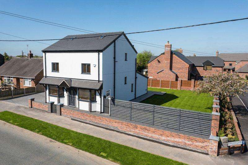 4 Bedrooms Detached House for sale in Crewe Road, Shavington