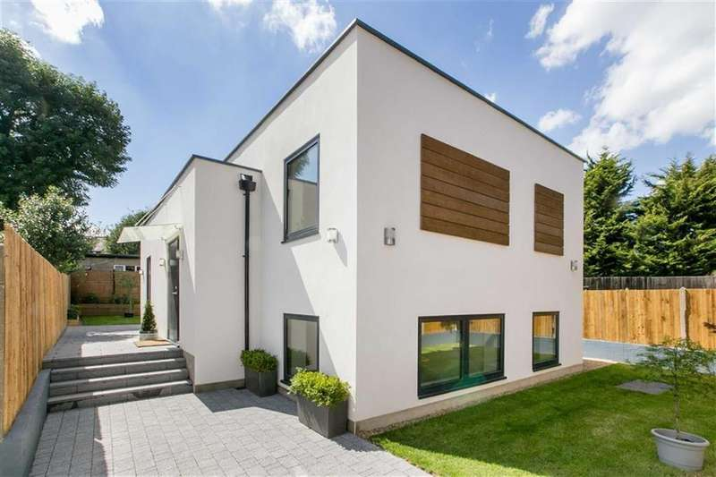 3 Bedrooms Detached House for sale in St Andrews Road, London