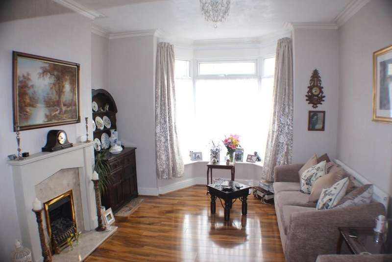 4 Bedrooms End Of Terrace House for rent in 30 Holyrood Avenue