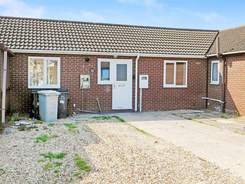 2 Bedrooms Terraced Bungalow for sale in Scotts Close, Skegness, Lincs, PE25 1SS