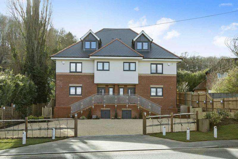 4 Bedrooms Semi Detached House for rent in Birtley Road, Guildford