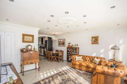 3 Bedrooms Terraced House for sale in Hampden, Broadhead Strand, Colindale, London