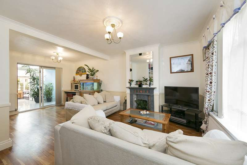 3 Bedrooms Semi Detached House for sale in Ruskin Avenue, Feltham, Middlesex TW14