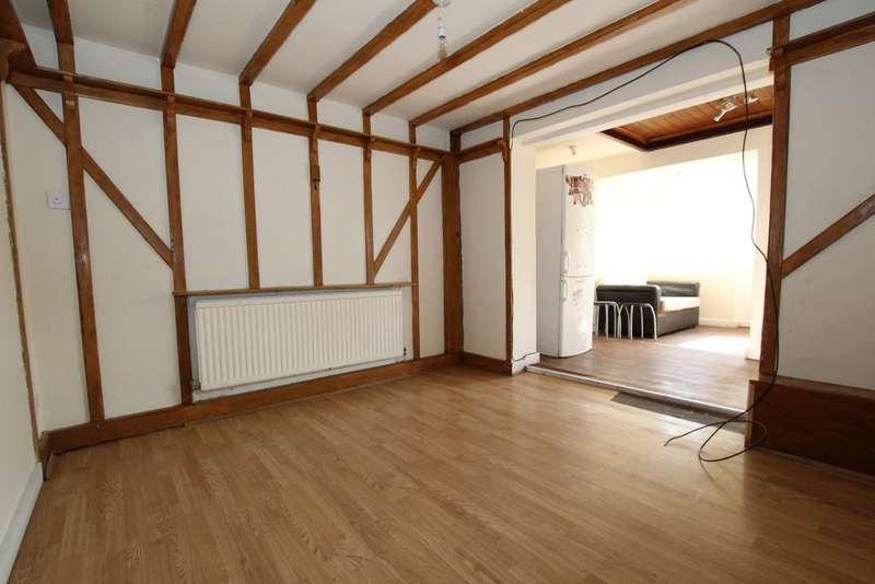 4 Bedrooms Terraced House for rent in Gatward Green, London