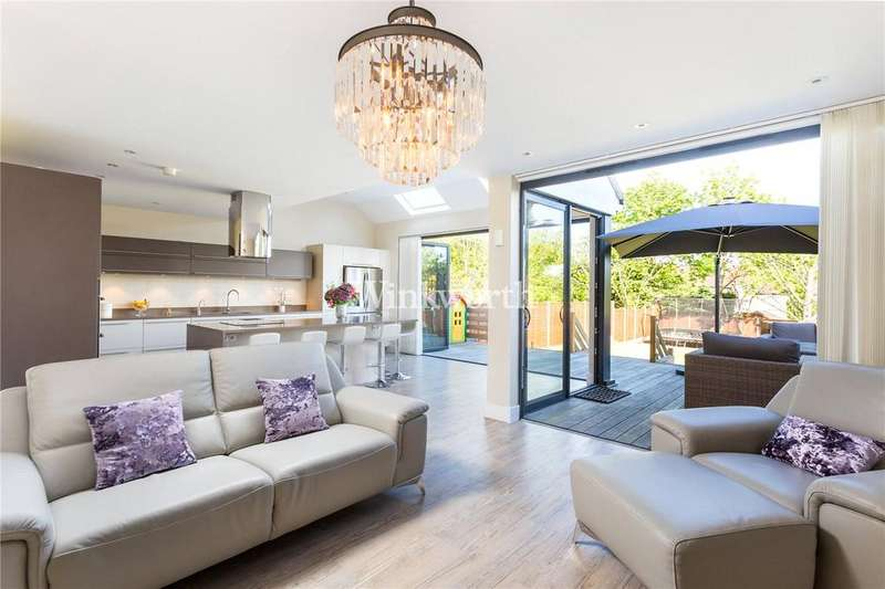 3 Bedrooms Semi Detached House for sale in Brycedale Crescent, London, N14
