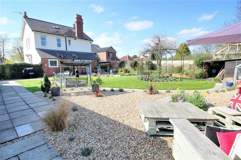5 Bedrooms Detached House for sale in Laureldene, Brant Road, Waddington, Waddington, Lincoln