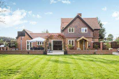 4 Bedrooms Semi Detached House for sale in Waltham Abbey, Essex