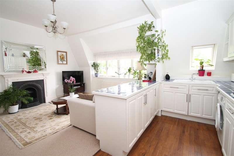 1 Bedroom Flat for sale in Gainsborough Court, Fox Lane, London N13