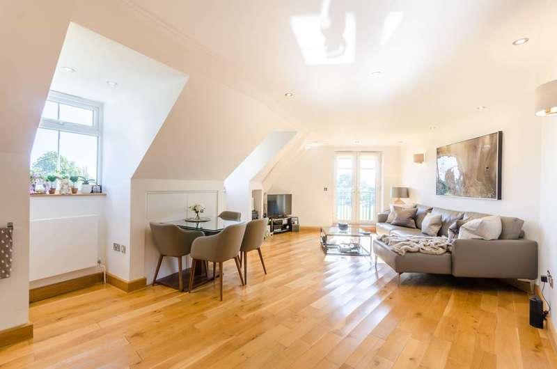 2 Bedrooms Flat for rent in Village Road, Bush Hill Park, EN1
