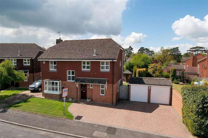 4 Bedrooms Detached House for sale in Sycamore Gardens, Paddock Wood