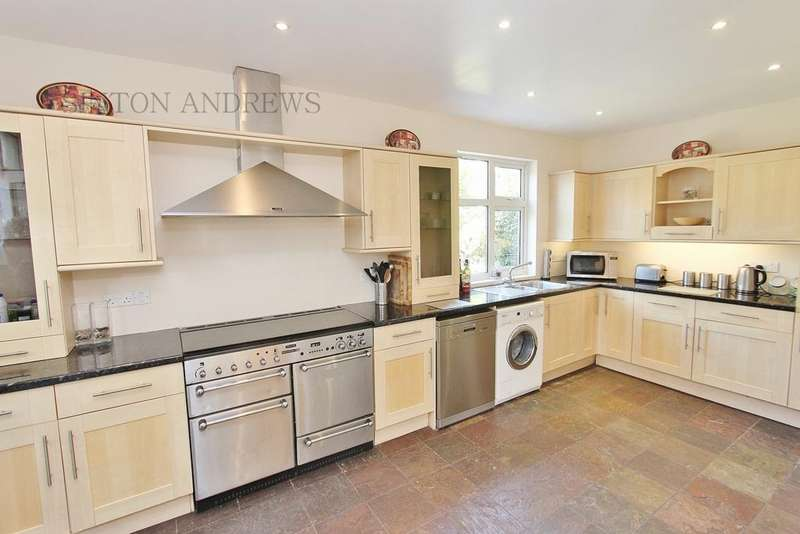 4 Bedrooms Detached House for rent in Clitherow Avenue, Hanwell, W7