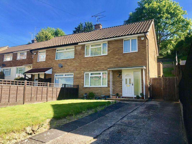 3 Bedrooms Semi Detached House for sale in Hicks Farm Rise, High Wycombe