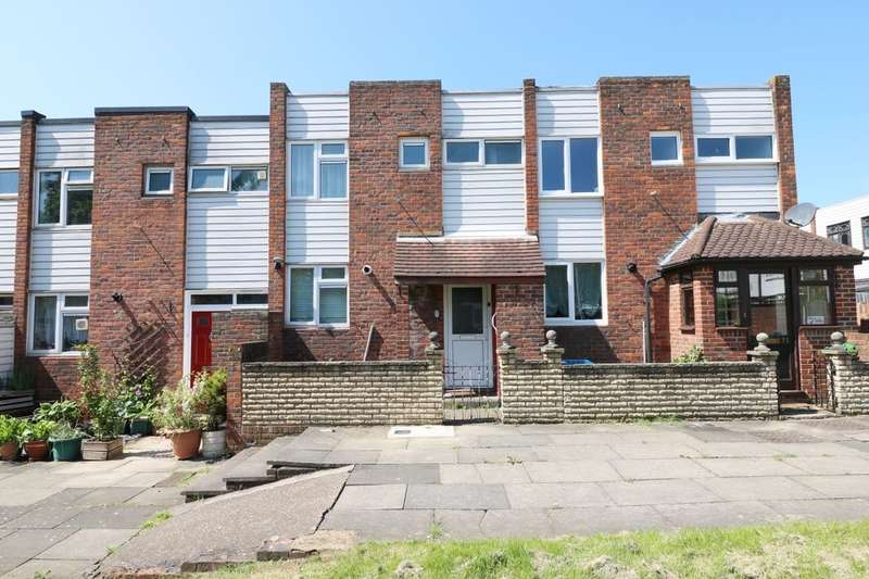3 Bedrooms Terraced House for rent in Covert Road, Ilford, IG6