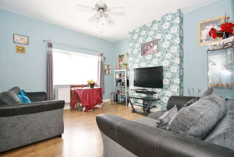 2 Bedrooms Flat for sale in Connaught Road, Harlesden