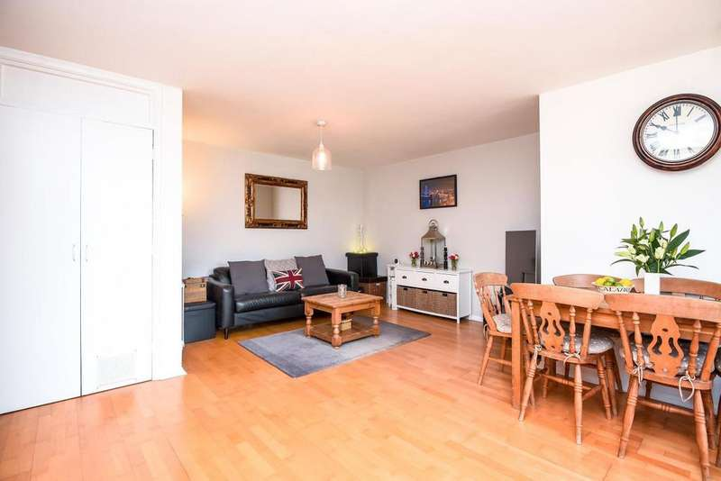 2 Bedrooms Flat for sale in Agincourt Road, South End Green