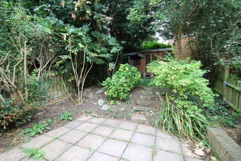5 Bedrooms Semi Detached House for rent in Hillbrow Road, Bromley