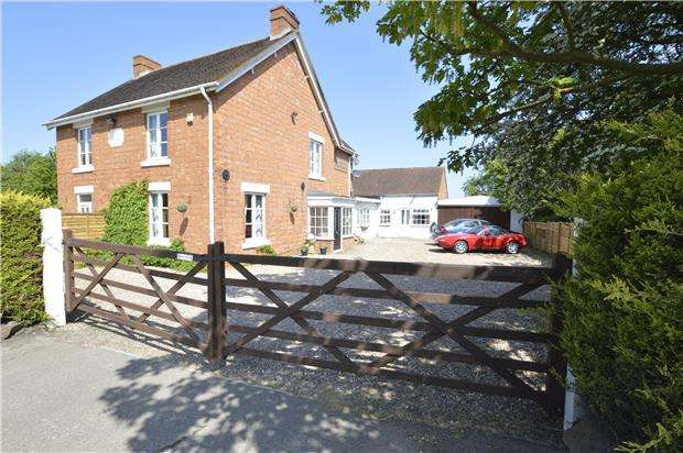 4 Bedrooms Semi Detached House for sale in Stow Road, Teddington, GL20 8NF