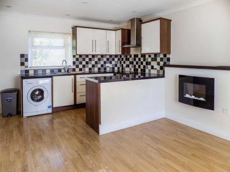 2 Bedrooms Flat for rent in High Street, Cwmavon, Port Talbot SA12 9BH
