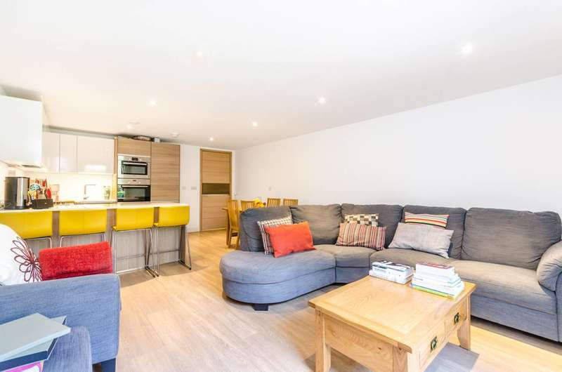 3 Bedrooms Terraced House for sale in Grand Canal Avenue, Rotherhithe, SE16