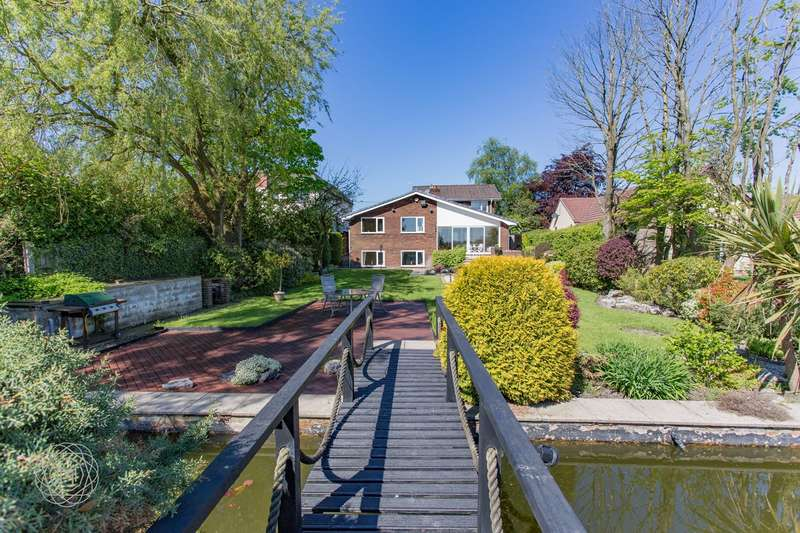 4 Bedrooms Detached House for sale in Roading Brook Road, Harwood, Bolton, BL2
