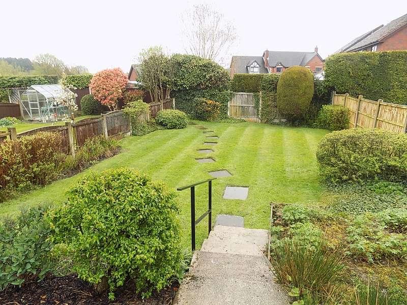 3 Bedrooms Semi Detached House for sale in Sandfield Crescent, Glazebury, Warrington, WA3