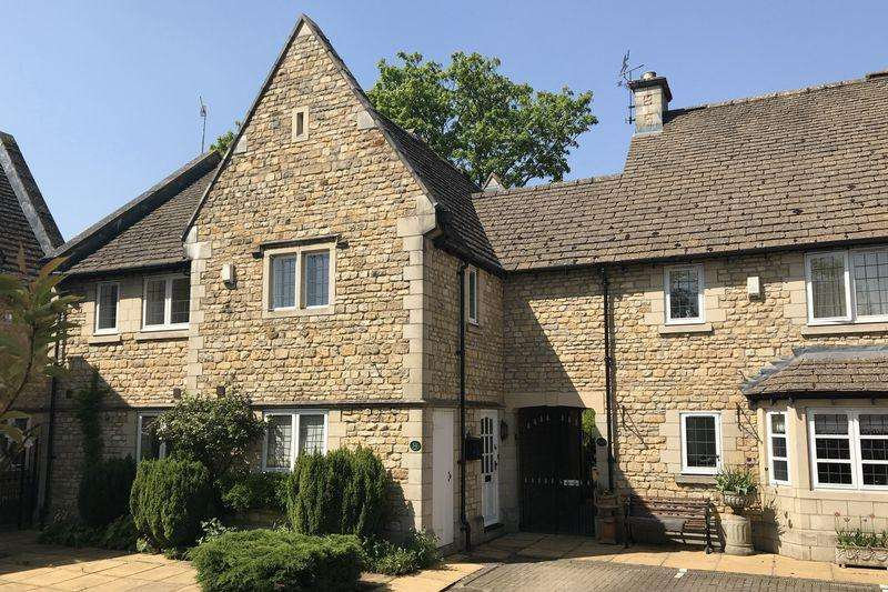 4 Bedrooms Town House for sale in Station Road, Stamford