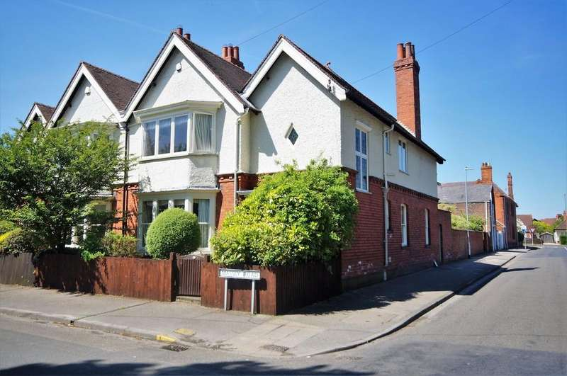 3 Bedrooms Semi Detached House for sale in Massey Road, Lincoln