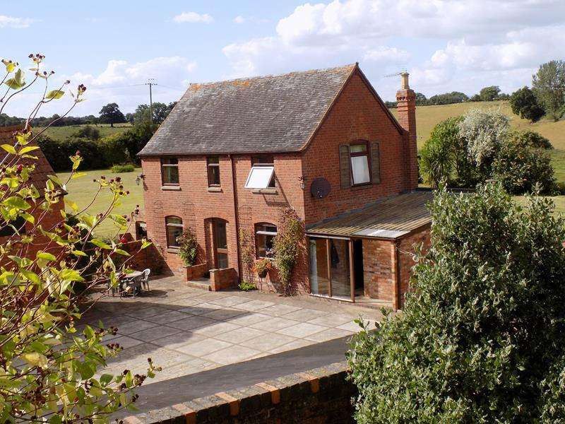 3 Bedrooms Detached House for sale in Paunt House Farm, Castle Trump, Newent, Gloucestershire, GL18 1LS