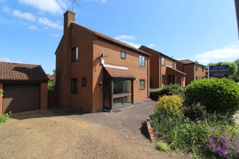 4 Bedrooms Detached House for sale in Thorneycroft Lane, Downhead Park, Milton Keynes, Buckinghamshire