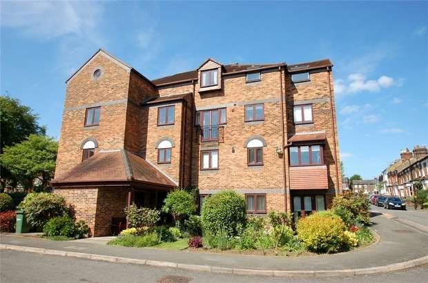 1 Bedroom Retirement Property for sale in Albeny Gate, Belmont Hill, St Albans, Hertfordshire
