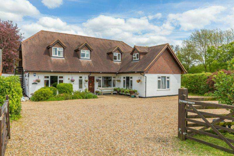 5 Bedrooms Detached House for sale in Chartridge Lane, Chartridge.