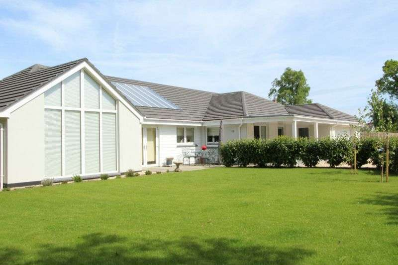 4 Bedrooms Detached Bungalow for sale in WEST HILL ROAD, WEST HILL