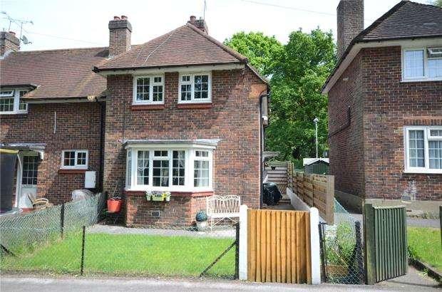 2 Bedrooms Terraced House for sale in Mathews Terrace, Ordnance Road, Aldershot