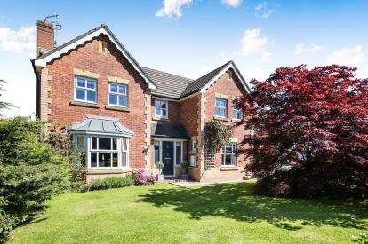 4 Bedrooms Detached House for sale in Cheltenham Close, Tytherington, Macclesfield, Cheshire
