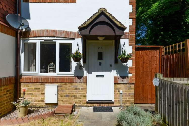 2 Bedrooms End Of Terrace House for sale in Alice Thompson Close London SE12