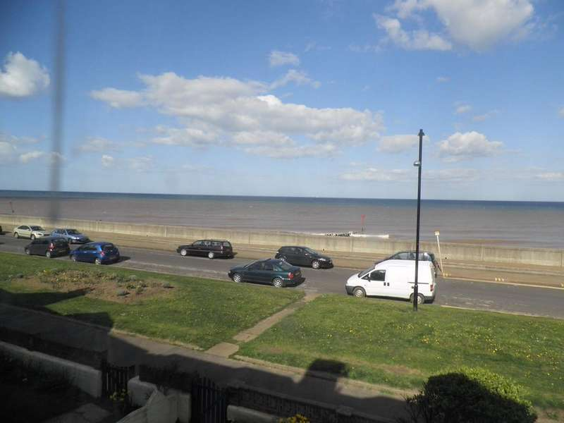 3 Bedrooms Terraced House for rent in The Promenade, WITHERNSEA, East Riding of Yorkshire