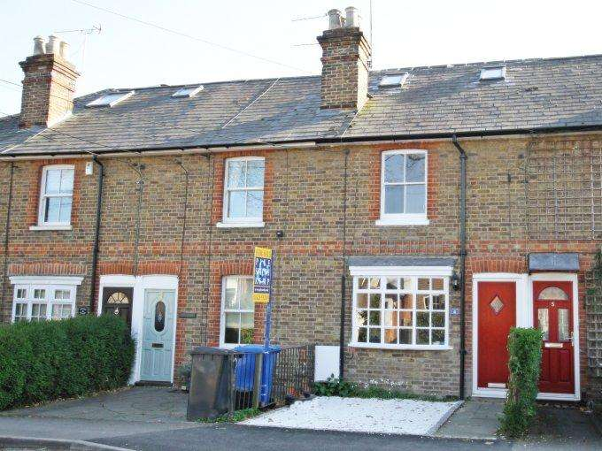 3 Bedrooms Terraced House for sale in Hamfield Cottages, COOKHAM, SL6