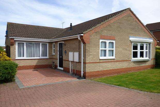 2 Bedrooms Bungalow for sale in Worcester Close, Louth, LN11