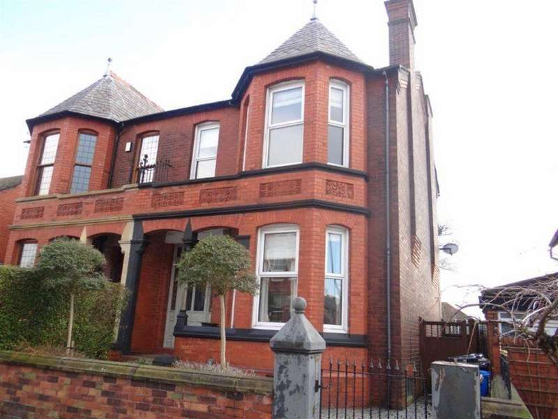 6 Bedrooms Semi Detached House for sale in The Avenue, Leigh, Lancashire