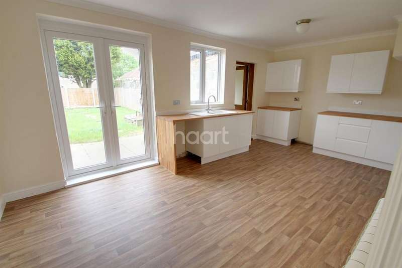 3 Bedrooms Semi Detached House for sale in Felstead Road, Leicester