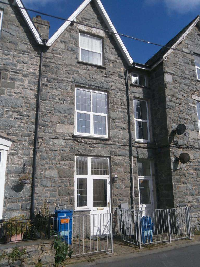 4 Bedrooms Flat for sale in Tyn Celyn,Llanbedr LL45 2HN