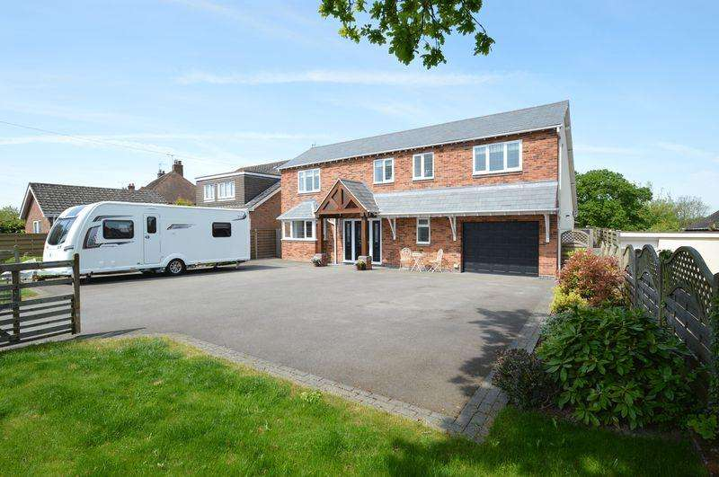 4 Bedrooms Detached House for sale in Crumpfields Lane, Webheath