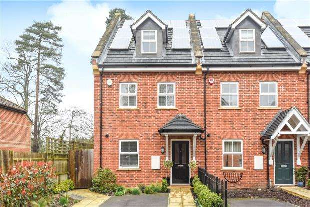 4 Bedrooms End Of Terrace House for sale in Iron Duke Close, Crowthorne, Berkshire