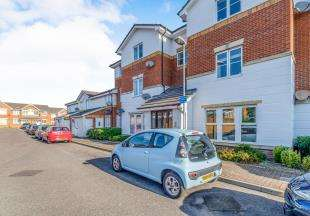 2 Bedrooms Flat for sale in Windsor Court, Gillingham, Kent