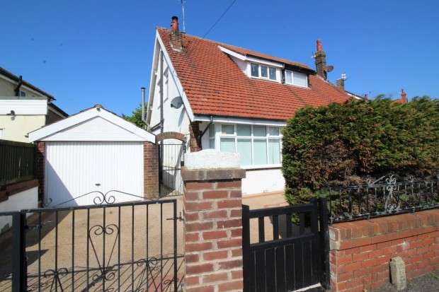 2 Bedrooms Semi Detached House for sale in Nutter Road, Thornton-Cleveleys, FY5