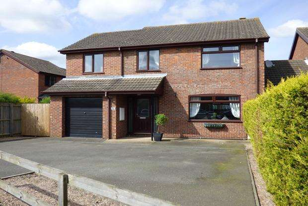 4 Bedrooms Link Detached House for sale in Pasture Drive, Louth, LN11