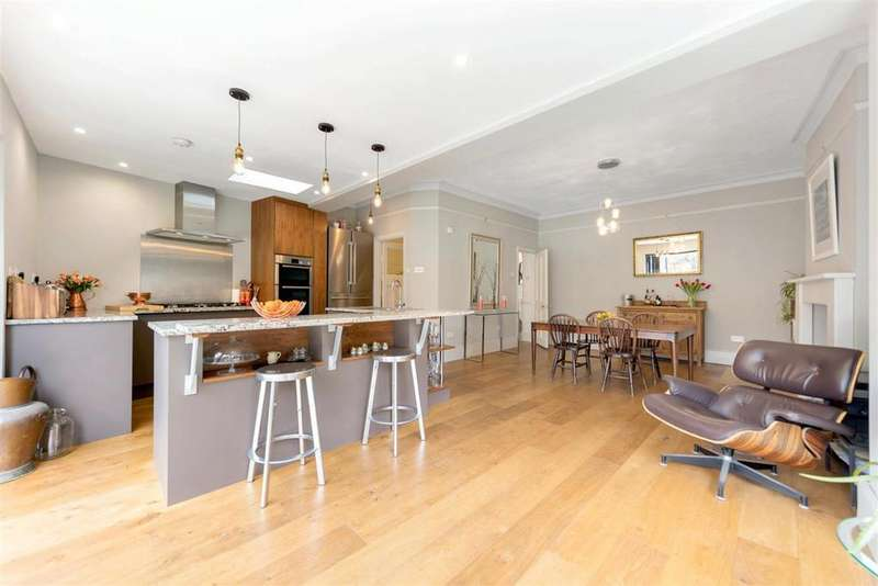 5 Bedrooms Terraced House for sale in Seely Road, SW17